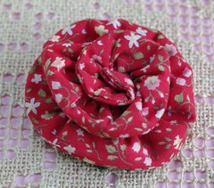 """BROCHE """"La broche de Singing Belle"""" © (Framboisine Berry) Tags: christmas xmas red france flower art fleur fashion shop french rouge liberty design berry artist broche singing handmade sewing brooch craft romance made creation boutique belle alm noël mode fr couture crafting designed tissu création crafted accessoire faitmain framboisine alittlemarket artworf"""