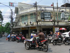 Space Invader BGK_44 (tofz4u) Tags: bangkok krungthep thailand thailande bgk44 streetart artderue invader spaceinvader spaceinvaders mosaïque mosaic tile street rue people moto bike motobike motesay 7eleven sewenelewen