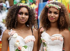 summertime (e³°°°) Tags: summer summercarnival smile sorria sourire stunning sonrisa retratos rotterdam exotic roos roses curls girl glimlach girls gorgeous gals ladies women meisjes mädchen two duo friends
