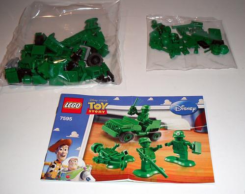 2010 LEGO Toy Story 7595 Army Men on Patrol