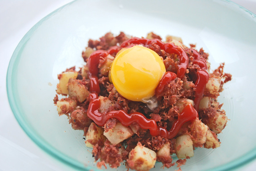 Corned-Beef-Hash-Egg
