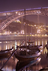 Nocturno - Ponte D. Lus e barcos Rabelos (flight69) Tags: longexposure portugal night geotagged photography evening noche photo exposure nightshot metro pentax nacht bynight porto noite lightrail nuit nocturne notte oporto dfa nachtaufnahme nocturno superficie langzeitbelichtung    rabelo madeinportugal nightcityscape flight69 pentaxart nachtphotographie