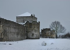 Siege of the snowmen... (Treescaper) Tags: hampshire portchestercastle portchester