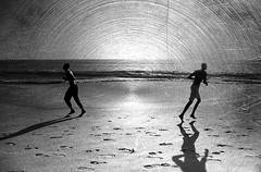 sundial (lilion) Tags: ocean africa winter light shadow men coast blackwhite sand silhouettes footprints run senegal hl mywinners pentaxk10d lilion ennoiretblanc artlegacy jmeszolybeatrix beatrixjourdan