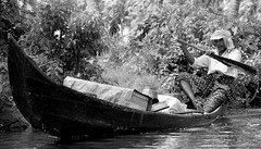 PADDLE MAN (CHECKMENOW) Tags: people work boat alleppey