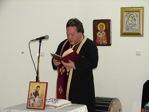 Ο Πρωτοπρεσβύτερος πατήρ Κωνσταντίνος Σέπκας, ιερέα της Επταλόφου ευλογεί την πίτα