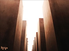 Anxiety (LaKry*) Tags: light berlin sunshine cement blocks middle cemento luce berlino holocaustmahnmal mezzo blocchi
