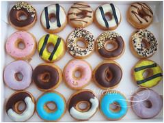 Krispy Kremes Minis (kaoko) Tags: donut doughnut krispy krispykremes kremes kitchencow