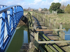 Old and New Jobson's Bridge (Neil Pulling) Tags: footbridge lincolnshire drain fens drainage spalding podehole pinchbeck lincolnshirefens vernatts vernattsdrain jobsonsbridge thevernatts fendrainage siltfen siltfens