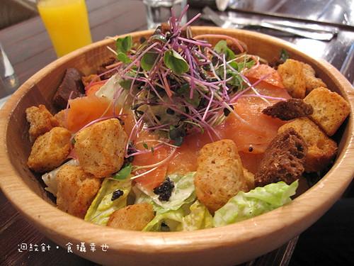 POSH III 燻鮭魚凱薩沙拉