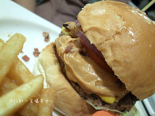 發福廚房花生醬牛肉漢堡仔細看