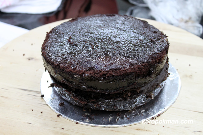 Chocolate Cake with a chocolate ganache and covered with apricot jam
