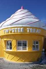 Livingston, IL - Twistee Treat (the_mel) Tags: illinois route66 icecream roadsideattractions livingston i55 antiquemall twisteetreat