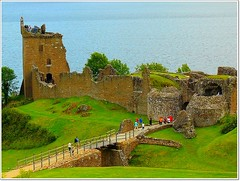 Urquhart Castle overlooking Loch Ness (jackfre2 (on a trip-voyage-reis-reise)) Tags: castle scotland highlands ruins loch visitors lochness inverness fortwilliam ruined urquhart drumnadrochit