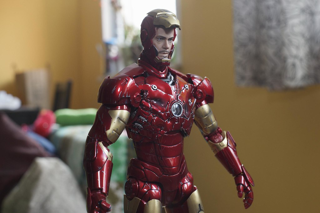 Hot Toys Battle Damaged Iron Man Mak III