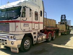 Hentschke Transport, Freightliner Argosy (Jeronimo08) Tags: truck transport australia coe argosy freightliner cabover hentschke