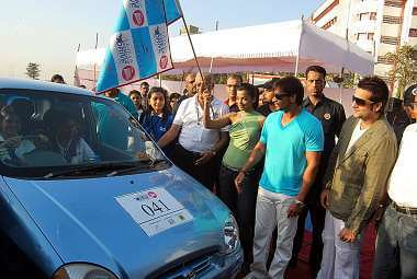Ajay Devgan  Fardeen Khan flagging off the Lavasa WOmens Drive 2009