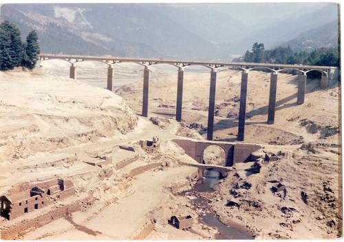rio caldo barragem da Caniçada 1978 estrada que ia para a vila do geres antigamente