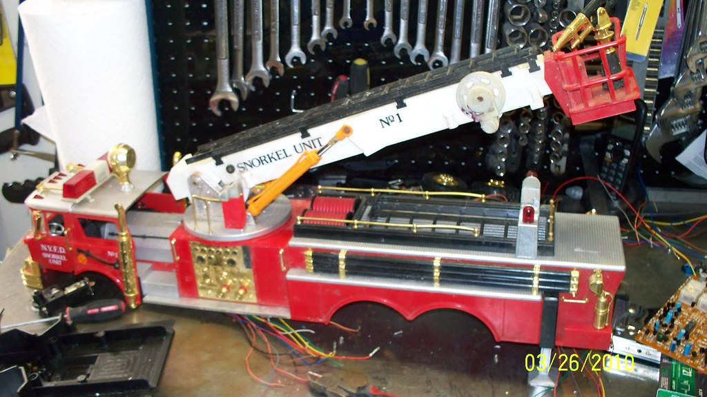 fire truck new bright 1988 scale 4x4 r c forums i am going to put dual drive axles in the back the ladder will work up and down in and out and around take a bit but i think it will be worth it