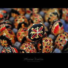 painted eggs - bucovina (Bazalai) Tags: art motif composition painting easter design artwork symbol artistic drawing geometry decorative patterns painted traditional egg craft ornament ou romania eggs geometrical colourful ostern ornamental technique coloured påske semanasanta eggshell decorated roumanie pasqua motives pâques húsvét velikonoce simbol uskrs bucovina rumänien paintedeggs românia bukowina desen 复活节 פסחא пасха fotographia bunavestire românesc pictat mariusvasiliu terradesign bazalai bucovine paşti paşte πάσχα عيدالفصح ouă artă pashkët oudepaşti încondeiat închistrit compoziţie tehnică meşteşug tradiţie fundumoldovei