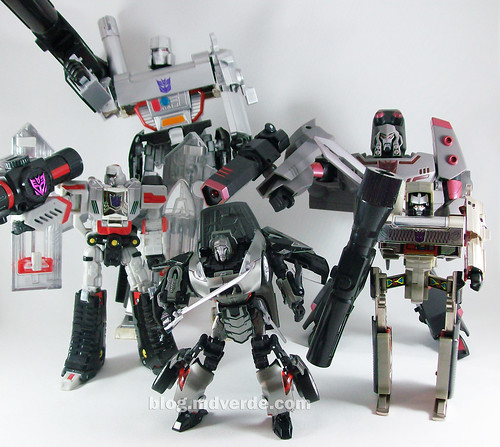 Transformers Megatron Alternity Blade Silver vs otros Megatrons - modo robot
