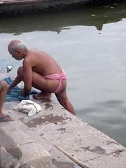 Washing 1.2 (amiableguyforyou) Tags: india men up river underwear varanasi bathing dhoti oldmen ganges banaras benaras suriya mundu uttarpradesh ritualbath hindus panche bathingghats ritualbathing langoti dhotar langota