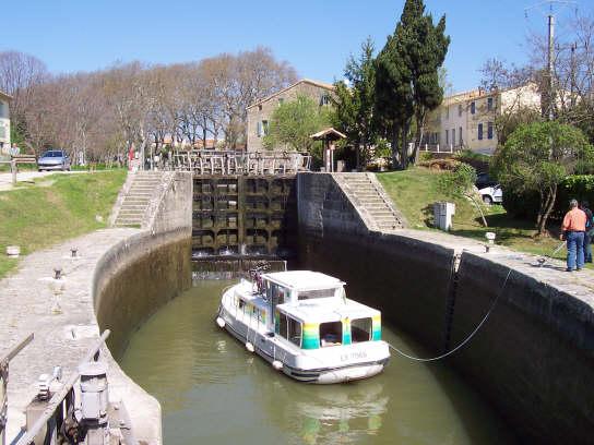 trebes_lock_boat