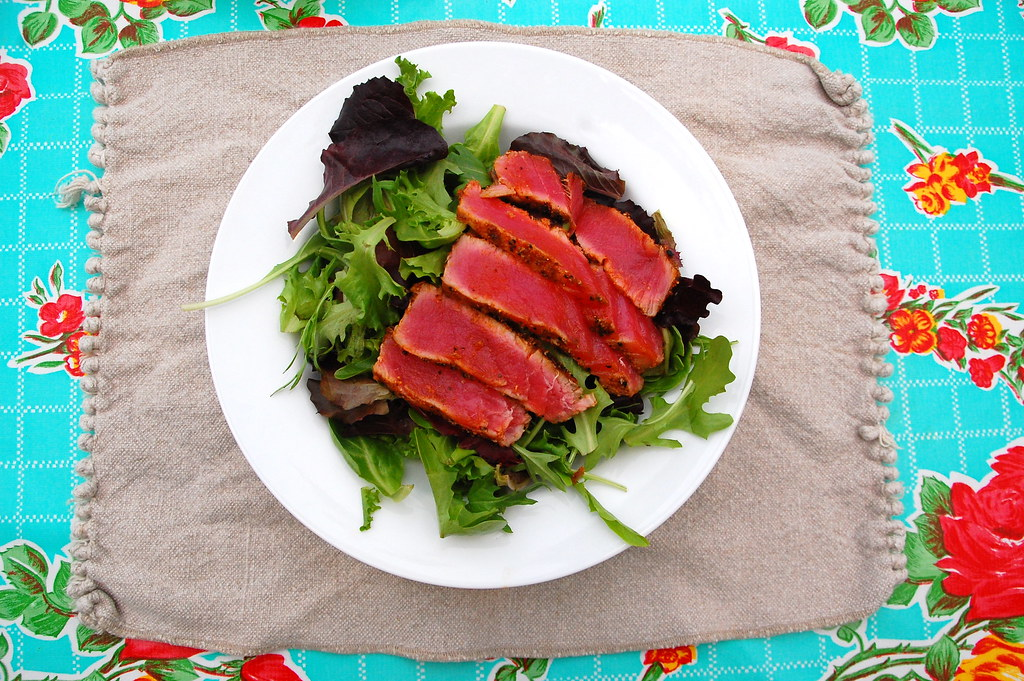 seared tuna and salad