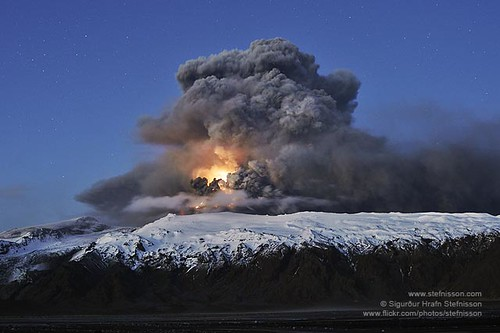 Eyjafjallajokull volcano lightning's in the ash plume