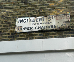 Inglebert Street formerly Upper Chadwell Street EC1 (EZTD) Tags: london photo rust foto fotograf photos photographic photographs photograph fotos streetsigns ec1 londonboroughofislington photograf fotograaf photographes photographen boroughoffinsbury rustystreetsign ukroadsign inglebertstreet eztd eztdphotography inglebertstreetec1 upperchadwellstreetec1 photograaf fotoseztd eztdphotos leeztd dereztd
