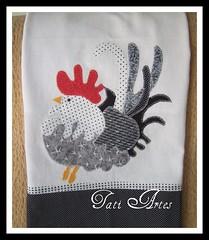 PANO DE PRATO GALINHA (Atelie Tati Artes by Tatiana Behle) Tags: galinha pano patchwork prato cozinha galo aplique caseado panodeprato patcolagem