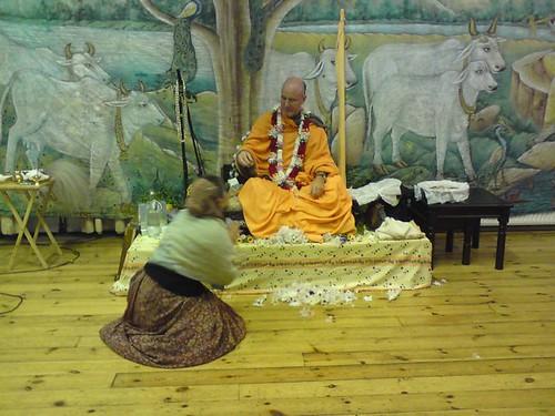 Indradyumna Swami Vyasa puja in UK 2010 -0020 por ISKCON desire  tree.