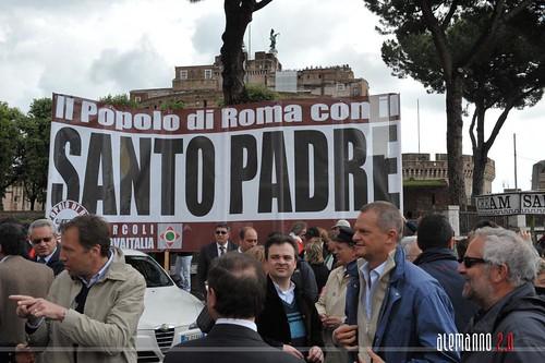 Manifestazione di solidarietà per Benedetto XVI