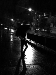 umbrella (As_yousaid) Tags: white black blanco girl rain night umbrella monocromo luces noche lluvia friend chica negro ella amiga esquina paraguas depto