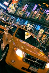 (Cherryl.B) Tags: life new york city people usa america colours couleurs united taxis states globalisation publicit ville mouvement