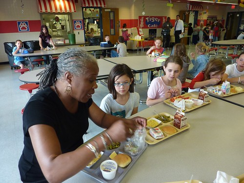 Deputy Adminstrator Audrey Rowe enjoys lunch with third graders at Fishers Elementary School.