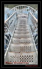 "CASAS DE CADIZ (05) puente de mando (CODIGO DE LUZ ""El Fotgrafo"") Tags: escalera cadiz texturas cascoviejo artdec agujeros peldaos barrote tacitadeplata pepegutirrez casadelpirata cdigodeluz pgutirrez"