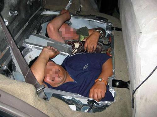 03_people-smuggling-car-floor