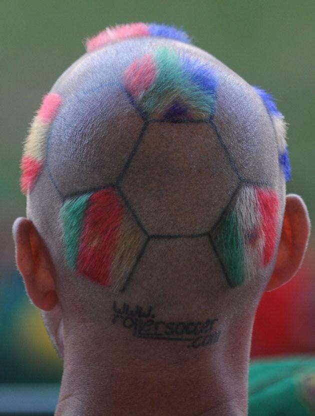 Mundial Sudáfrica hincha cabeza rapada balón fútbol