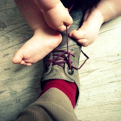 archiduchesse (nicouze) Tags: leica baby game feet socks square rouge foot shoes hand main grain pied bb chaussures jeu carr madeinfrance kickers chaussettes nicouze lacets maisonclose carrfranais archiduchesse wwwarchiduchessecom frabriquenfrance