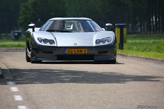 Koenigsegg CC8S (Niels de Jong) Tags: bw horse holland netherlands field car canon eos grey interesting dof power bokeh den nederland sigma commons s explore exotic filter van polar polarizer popular 18200 depth supercar tracking circular ijssel ccr koenigsegg aan horsepower pol vliet bhp vanvliet 806 nieuwerkerk ccx explored polarisatiefilter hypercar nielsdejong knigsegg cc8s ccxr cc8 1000d ndjmedia