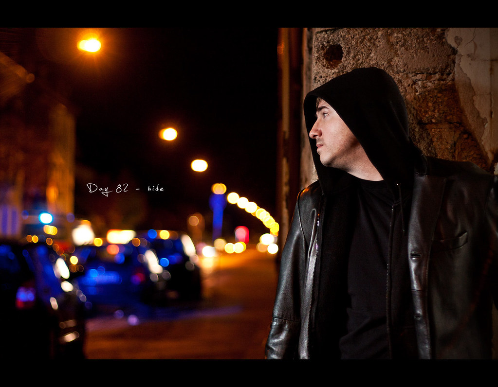 Day 82, Project 365, Bokeh, 082/365, Strobist, Self Portrait, project365, hide, police, sirens, bliue, ourdailychallenge, street, onelight, getting caught, catch, hide and seek, Catch me if you can, Mein Leben auf der Flucht