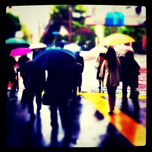 雨の宮益坂上交差点