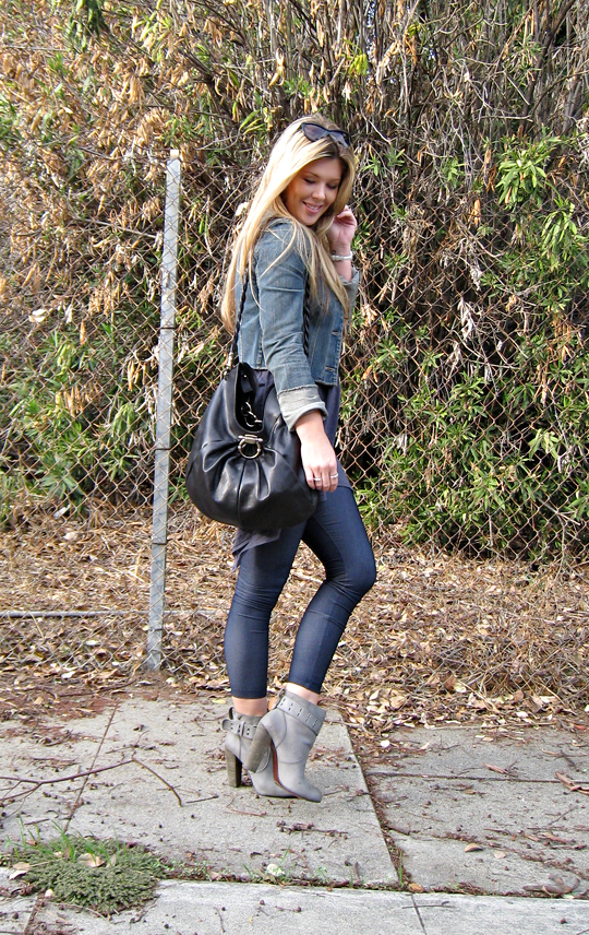 denim leggings+gray ankle boots+rosegold shoes+salvatore ferragamo bag+cropped denim jacket+long blonde straight hair+outfit+fashion blog