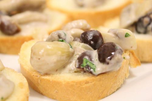 crostone con salsa autunnale ai funghi