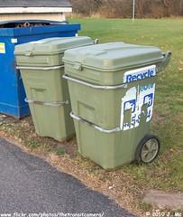 BFI Recycling Carts (TheTransitCamera) Tags: trash avocado garbage barrel can roll cart recycle bfi zarn