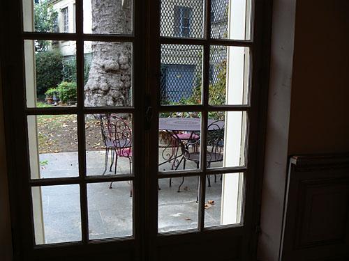 À travers la fenêtre, chez Mona.jpg