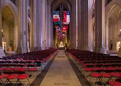 NEW YORK VII (castillerozaldívar) Tags: manuelzaldivar castillerozaldivar iglesias catedrales church cathedral religion columnas red flags banderas sillas chairs archs arcos usa us unitedstates estadosunidos newyork nuevayork manhattan harlem catedraldesanjuaneldivino saintjohnthedivine