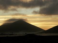Amanecer de invierno (limonium64) Tags: paisajes landscapes lanzarote amanecer cielo nubes invierno niebla islascanarias volcn olympussp560uz