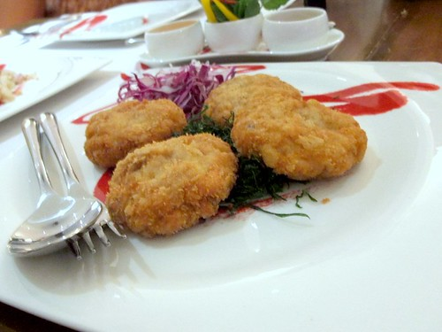 Tod Man Poo (Deep Fried Crab Meat Cakes w/Sweet Plum and Ginger